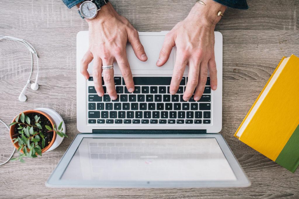 legaltech laptop hands no growth